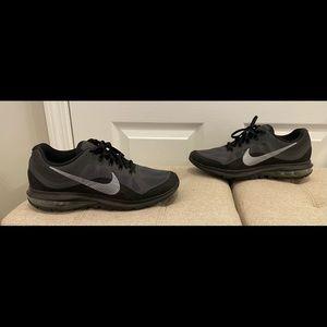 Nike Air Max Dynasty 2 Women's Black Running Shoes